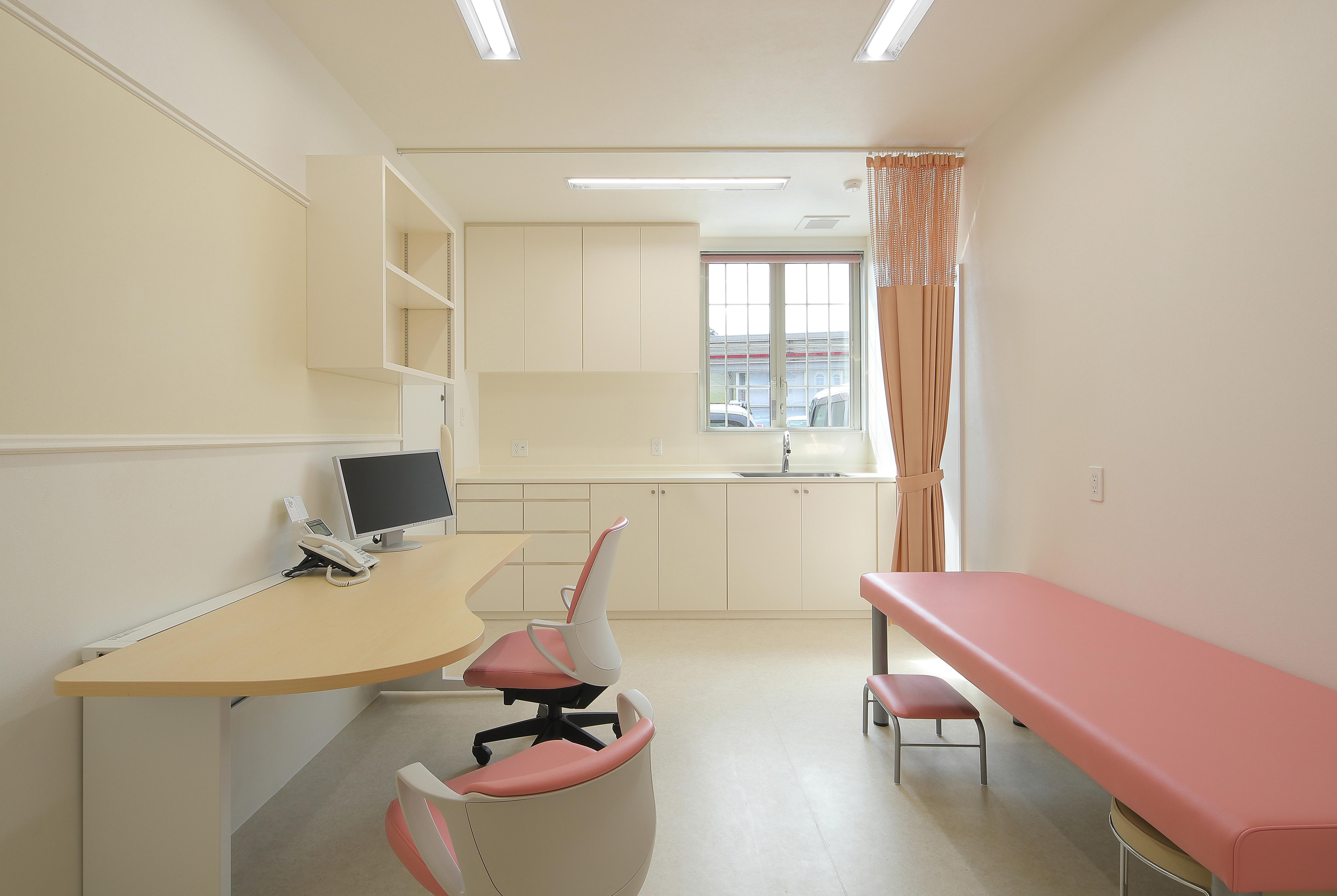 皮膚科診察室3